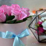 Букетик розовых розочек в коробке