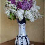 Букет белой и светло-фиолетовой сирени в вазе