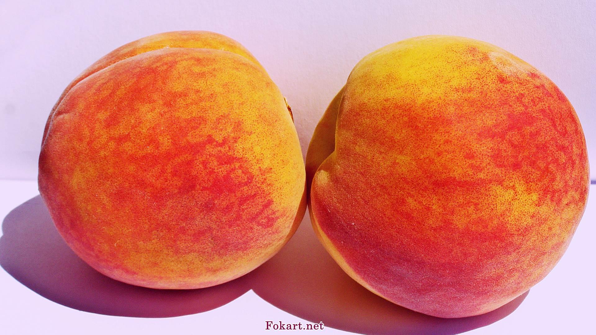 Два персика на весь экран