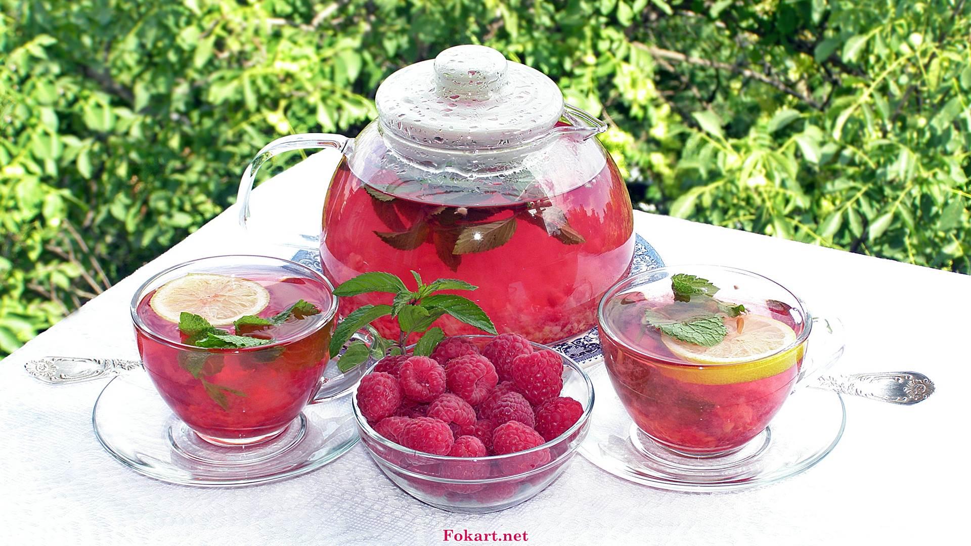 Малиновый чай, малина, мята, ломтики лимона