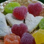 Разноцветный мармелад и печенье