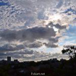 Небо в тучах над городом