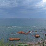Море в пасмурный день летний день